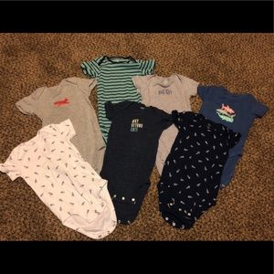 7 Carter size 18 mo onesies. Like new condition